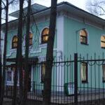 Музей Наивного Искусства. Основан в 1998 году Грозиным В.И.Располагается в единственном сохранившемся с начала 20 века кирпичном здании в стиле западного модерна