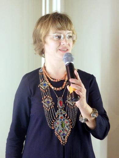 Специальная экспозиция 42-го Российского Антикварного салона называется «Тысяча и одна сказка востока», куратор Елена Лисовская