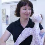 Татьяна Кудрина со своим керамическим Ангелом