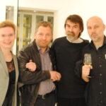 Константин Малахов (справа), фотохудожник Борис Хигрин (третий справа)